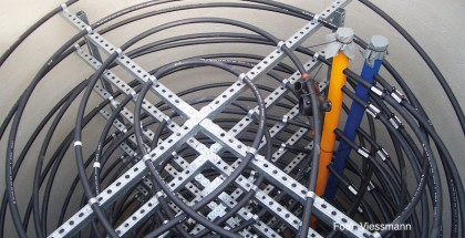Der innovative Eisspeicher von Viessmann ist die genehmigungsfreie Alternative zu Erdwärmesonden. Er macht gleichzeitig die Wärme aus der Umgebungsluft, dem Erdreich sowie der solaren Einstrahlung für die Wärmepumpe nutzbar.